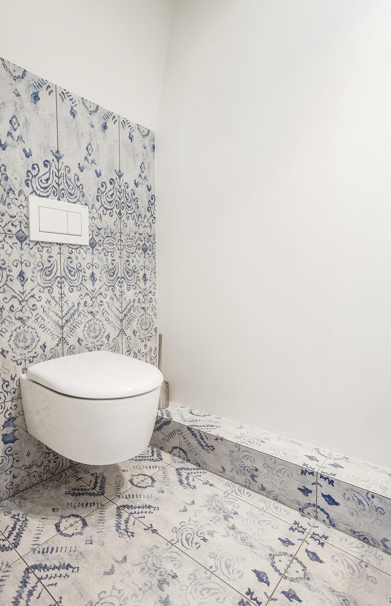 Carrelage décoratif blanc et bleu