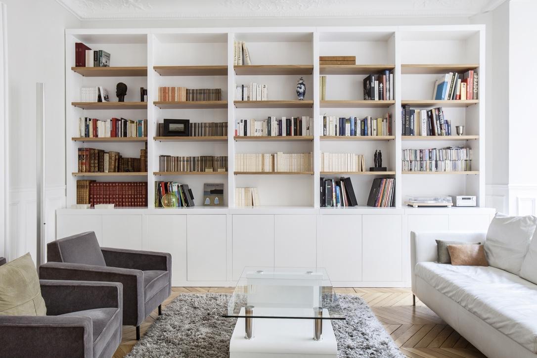 Bibliothèque sur mesure blanc et bois
