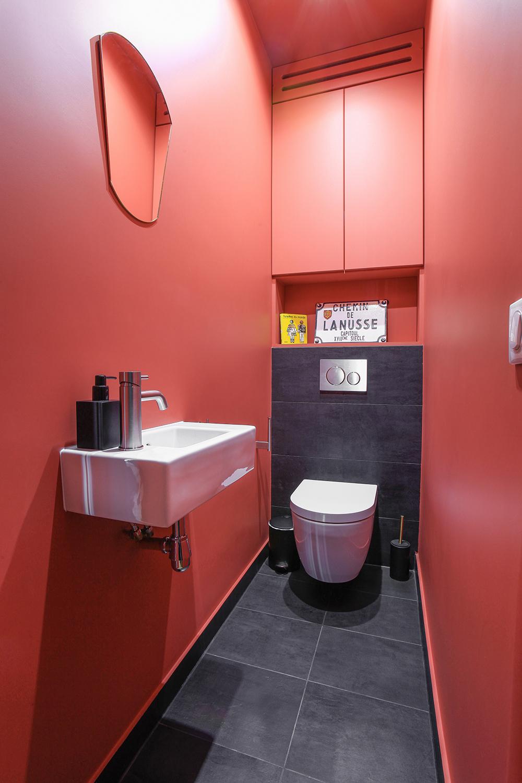 WC suspendu et petit lavabo assorti