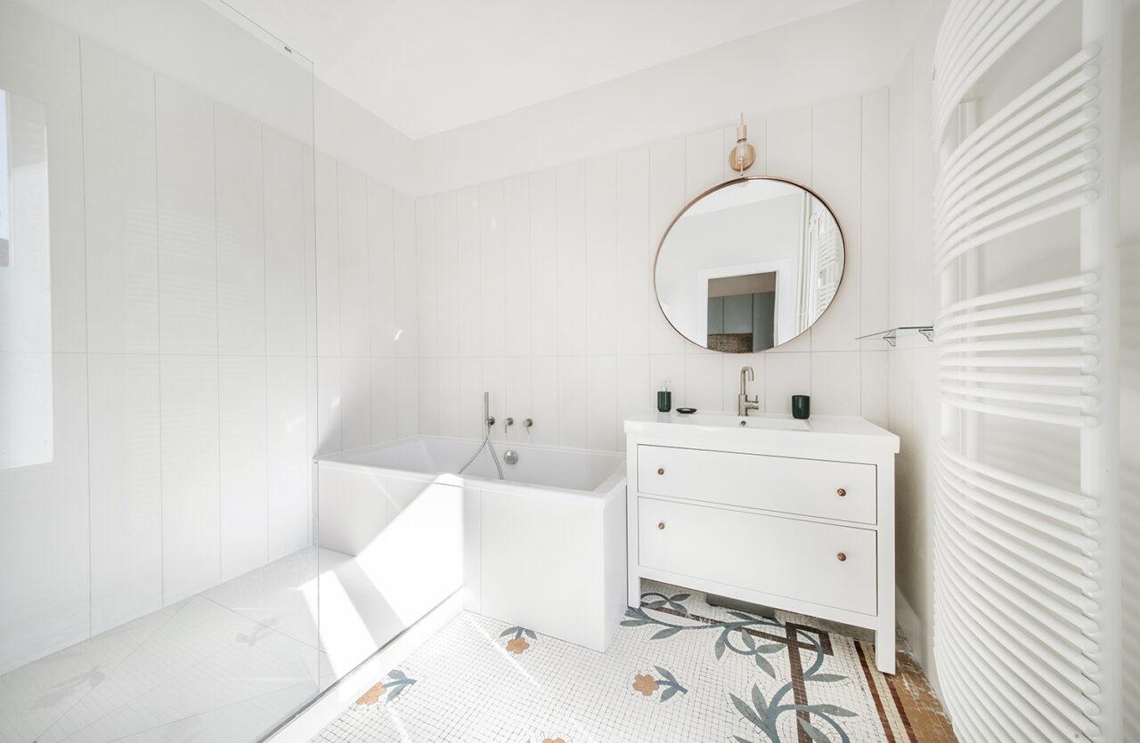 Salle de bain sur mesure mosaique decorative
