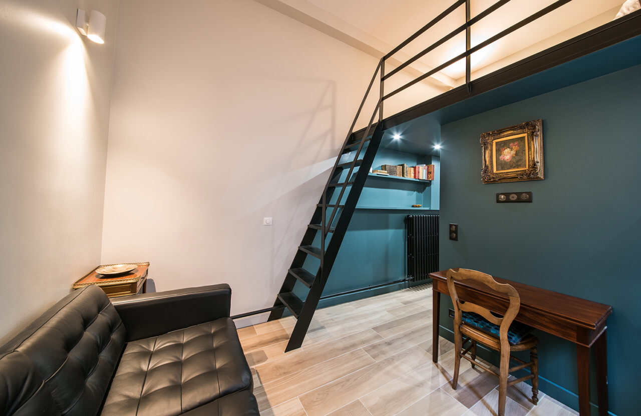 Amenagement studio sur mesure escalier acier