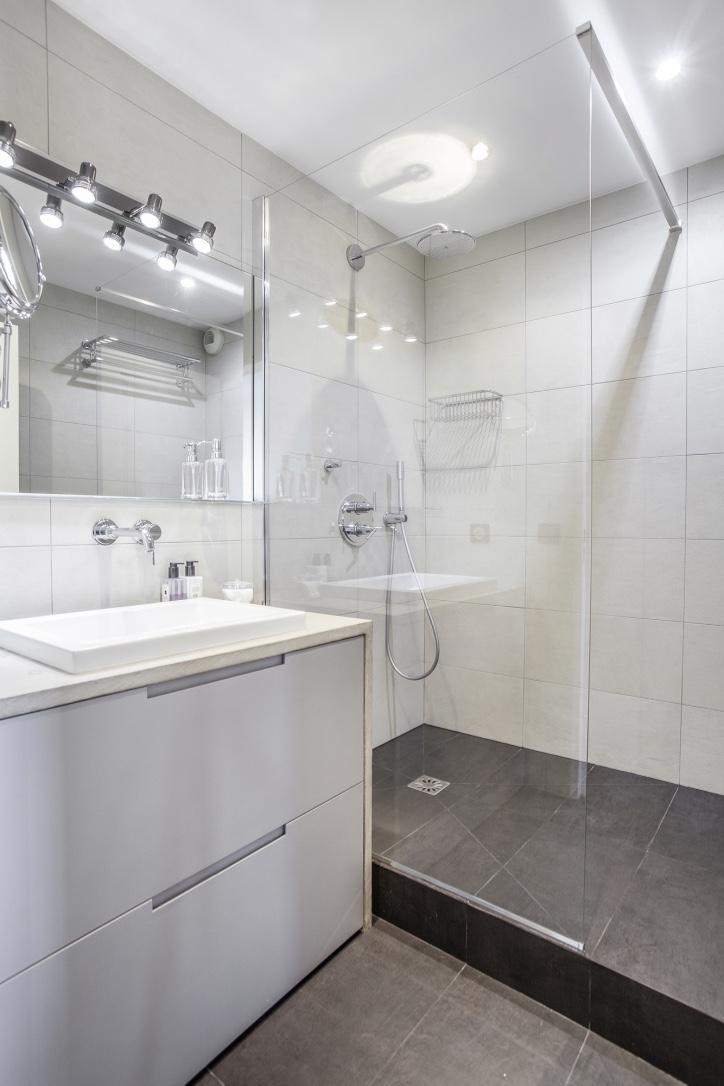 Salle de bain sur mesure meuble beton