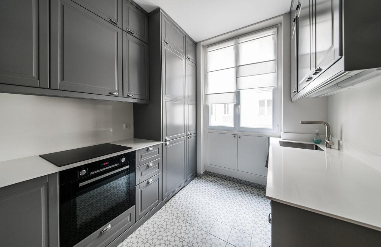 cuisine sur mesure gris blanc carreau ciment