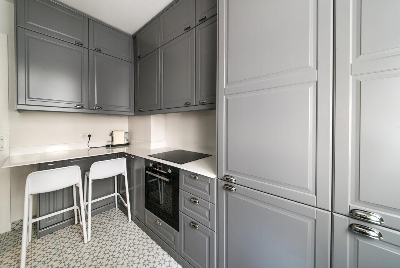 cuisine sur mesure grise carreau de ciment