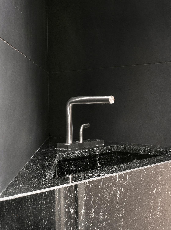 robinet chrome granit adouci marbre noir blanc